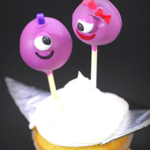 FLYING PURPLE PEOPLE EATER CAKE POPS (2)