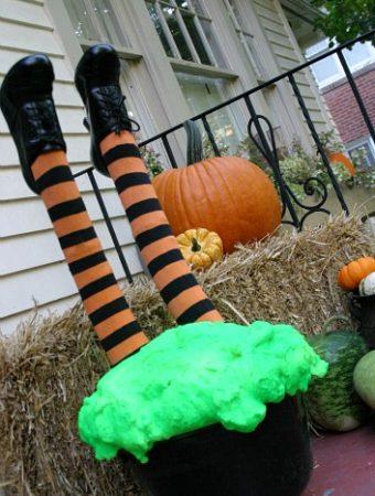 Halloween Decoration: Crashing Witch